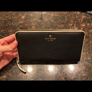 Kate Spade Wallet with white piping.